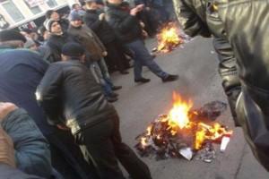 в Харькове громят офис радикалов